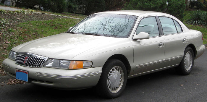 1280px-1995-1997_Lincoln_Continental_--_11-26-2011