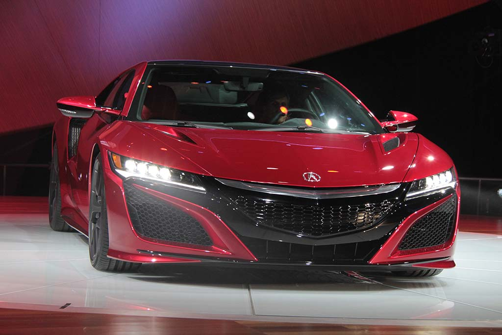 2016-Acura-NSX-nose-on